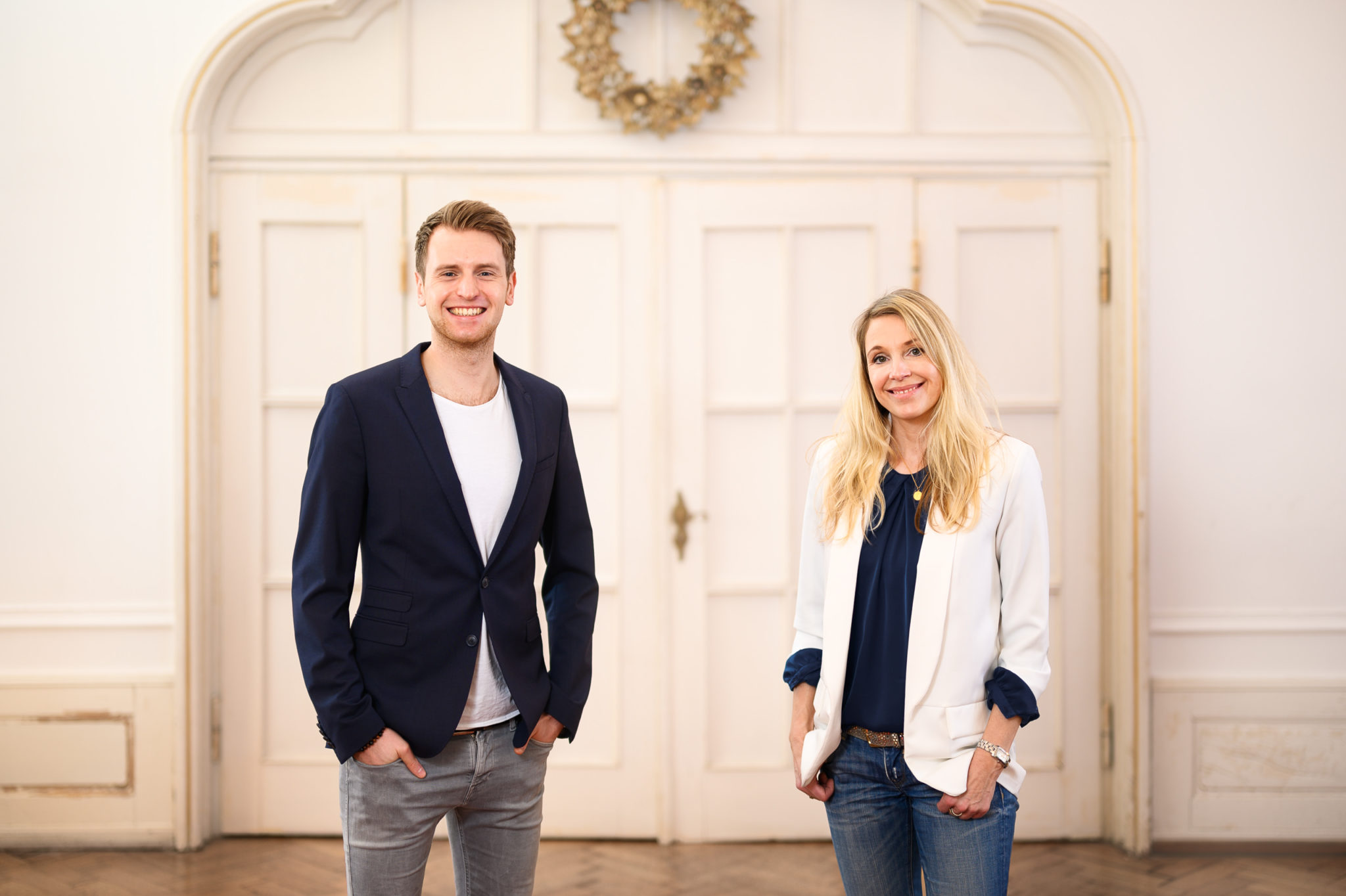 Anja und Julian im Seminarraum  Die Experten Kombi vom RedeKunstWerk