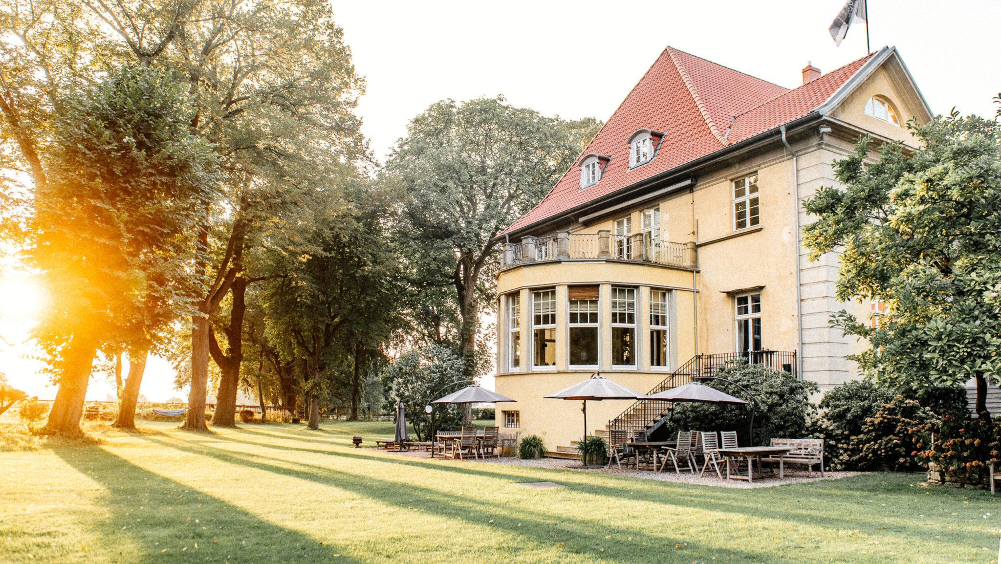 Termine der Redner Seminare am Rittergut Osthoff (hier zu sehen bei Sonnenuntergang)